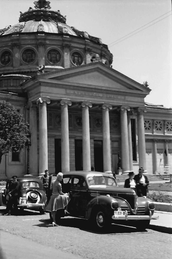 Romanian Athaeneum, Bucharest, Little Paris, 1941. Source: Willy Pragher, www.romaniasfriends.com