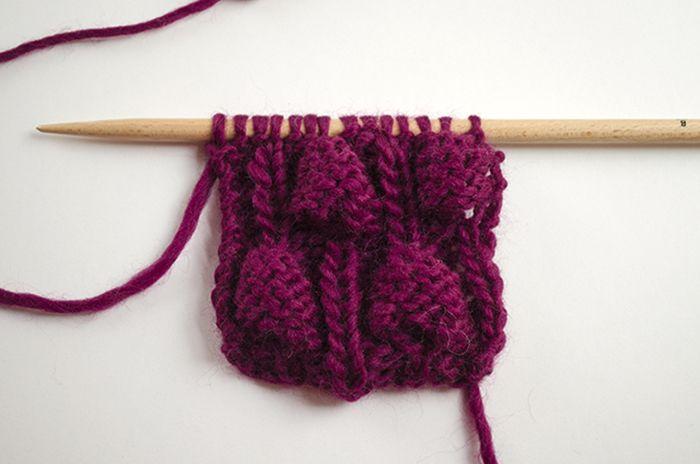 Dans le post d'aujourd'hui, nous allons vous apprendre comment tricoter le point noisette : ce point forme des petites boules similaires aux noisettes.