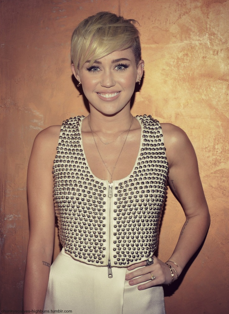 different short haircuts 21 best the thang images on hair 2428 | 2fc87978902ee4e2428f5d6e9f24ce1e miley cyrus short hair pixie hair