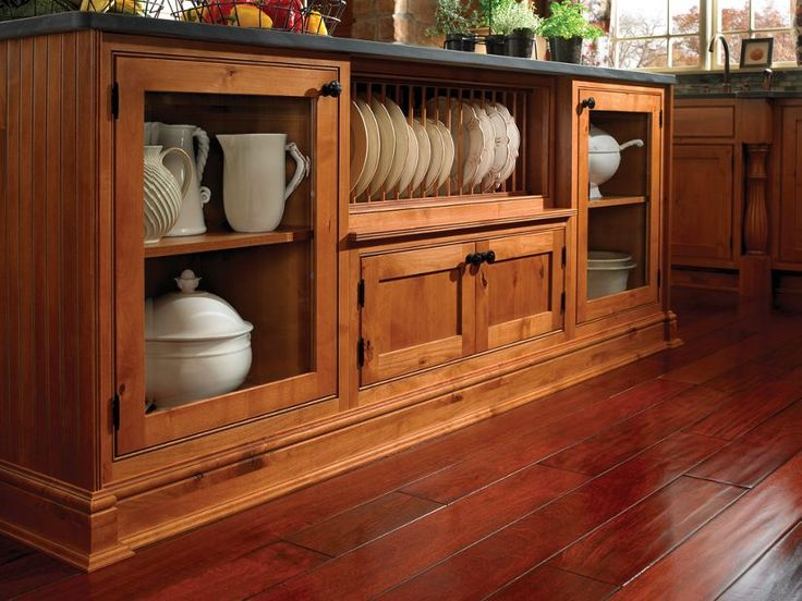PL Bayside   Medallion Cabinetry Dishes Displayed In The Kitchen Island