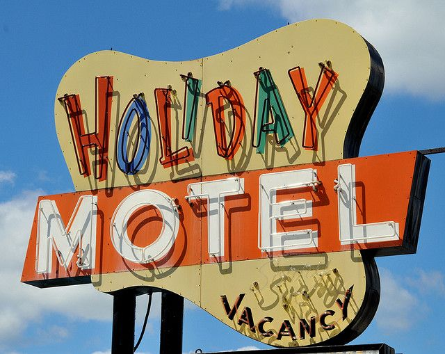 I know I'd get a good nights sleep here y'all.  holiday motel
