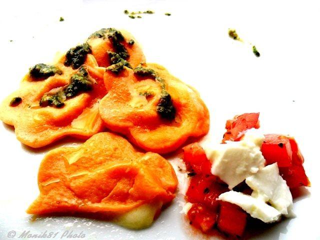 Fiori di bufala in salsa di pesto http://blog.giallozafferano.it/bionutrichef/fiori-bufala-campana-in-salsa-pesto/ #terradifuoco