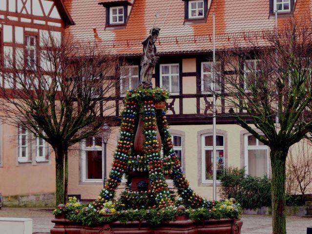 Blumen, Eier und eine Familie: Neustadt in Osterlaune