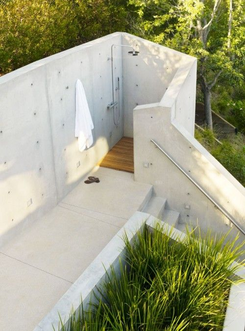 Very simple shower entirely made of concrete. Concrete makes look everything good :-) #shower #concrete #modern #outdoor