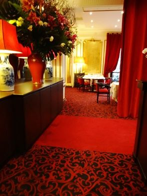 Restaurant Chez Ly - Angle rue Lord Byron et rue Balzac 75008 Paris Moquette tissée sur mesure, coloris sur demande, pose sur thibaude américaine
