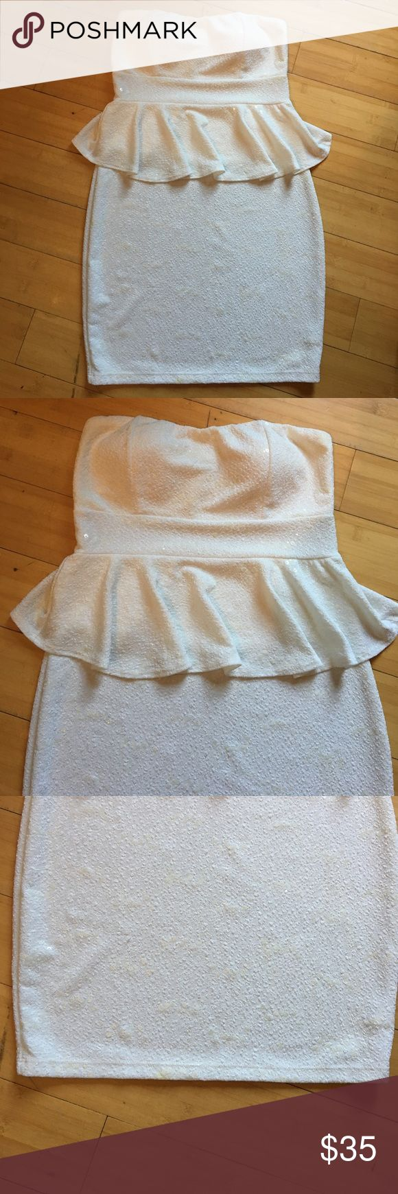 White strapless dress by Body Central Summer Dress White strapless Summer dress Size Large Great Condition Very nicely kept worn only once Great for the summer nights out Body Central Dresses Strapless