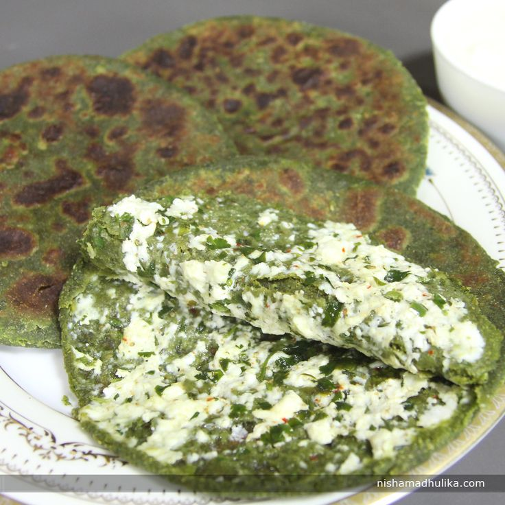 Palak paneer parantha is prepared with spinach puree mixed dough stuffed with spicy paneer stuffing. It tastes super scrumptious. Recipe in English- http://indiangoodfood.com/1597-palak-paneer-paratha-recipe.html (copy and paste link into browser)