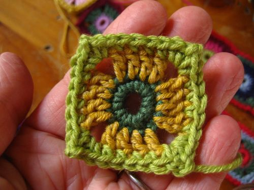 I'm BRAND new to crocheting and this is such an easy tutorial!!!!  by the 6th square, it was looking good!  lol