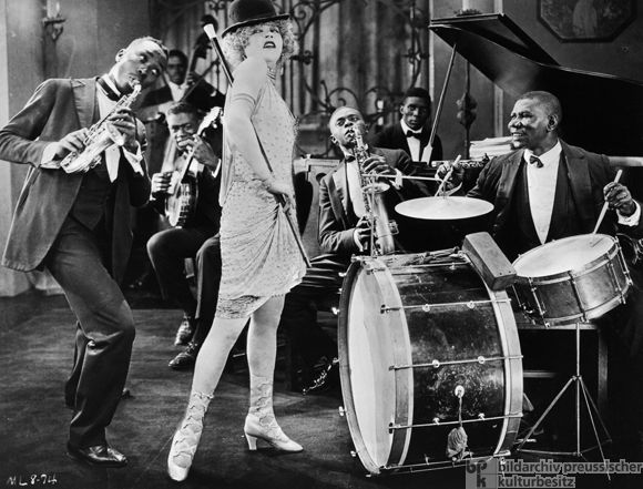 Jazz Band And Mae Murray In The Silent Film Circe The