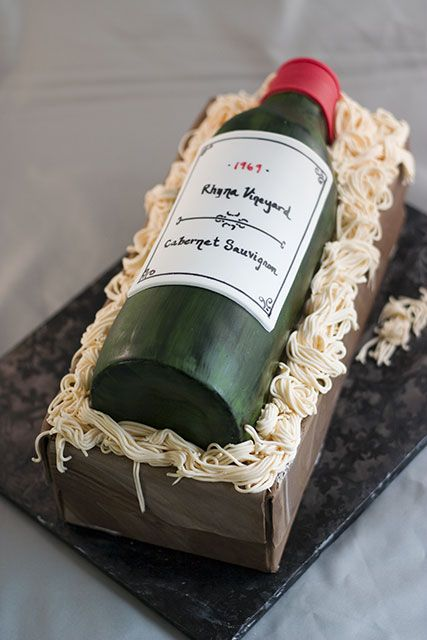 Cake Design Wine Bottle : 10 best images about Prosecco cake ideas on Pinterest ...