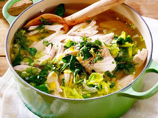 Unser beliebtes Rezept für Hühnersuppe mit Zitrone und Spinat und mehr als 55.000 weitere kostenlose Rezepte auf LECKER.de.
