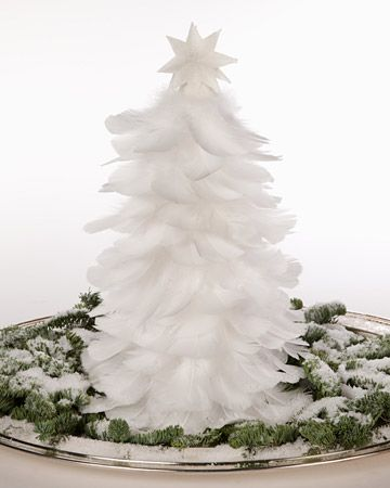 DIY Christmas decoration : white feather Christmas tree