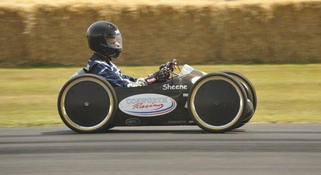 Barry Sheene a quattro ruote, ma senza motore. Cool!