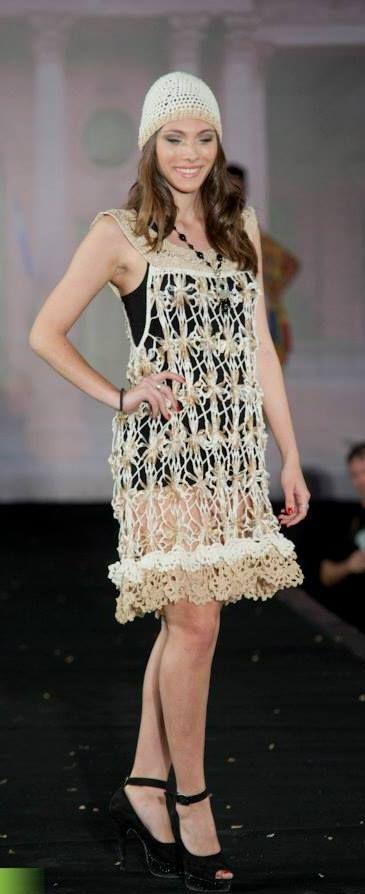 vestido con la técnica de telarin , en cintas , terminaciones al crochet
