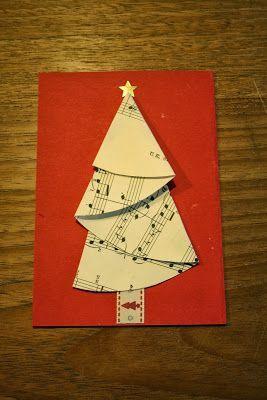 Op Welke.nl zag ik steeds deze mooie en simpele kerstboom voorbij komen. Omdat er niet echt een beschrijving bij staat hoe het moet, heb ik het zelf maar uitgevogeld. Ik heb muziekpapier gebruikt, ma
