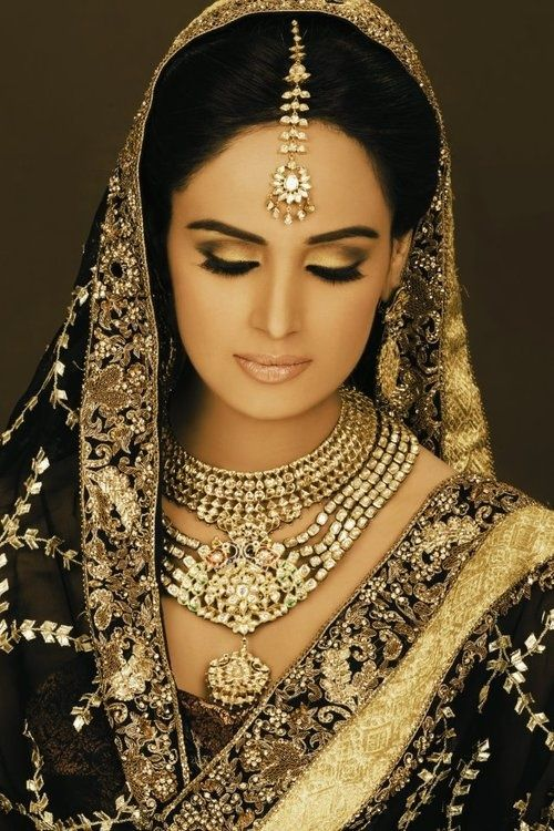 love the sari and jewelry