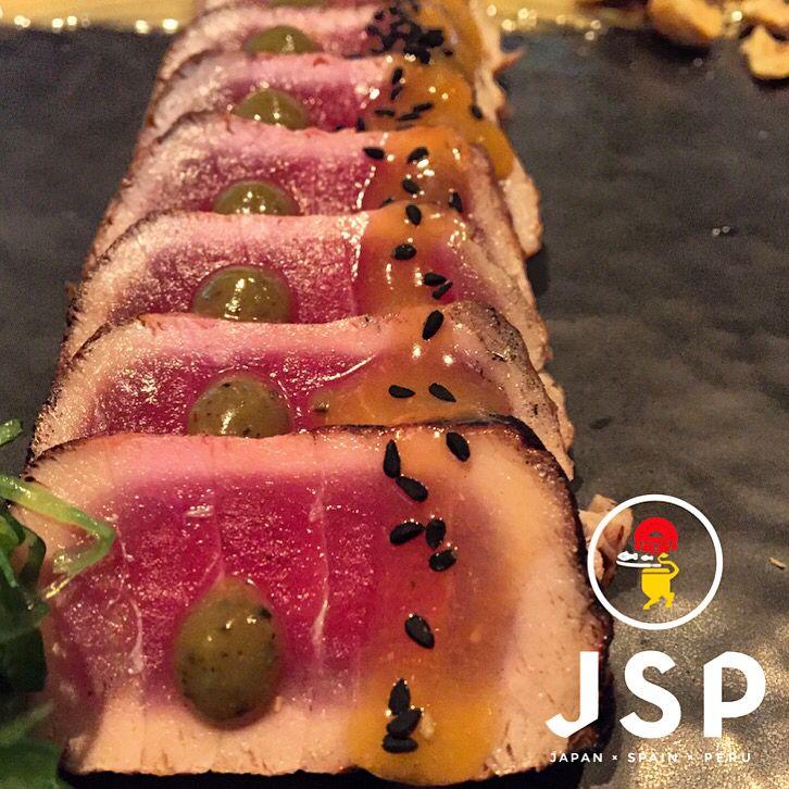 Tuna Tataki***** Wasabi Caramel/Pabana/Oyster Mayo Cinco JSP  Let's rock \m/  #cinco #jsp #japan #spain #peru #nikkei #restaurant #tapas #athens #kolonaki #skoufa #endlessdream #cinco_athens #pisco #sake #ceviche #tiradito #tigersmilk #causa #porkrib #cincoathens #markadakisteam #tuna #tataki #wasabi
