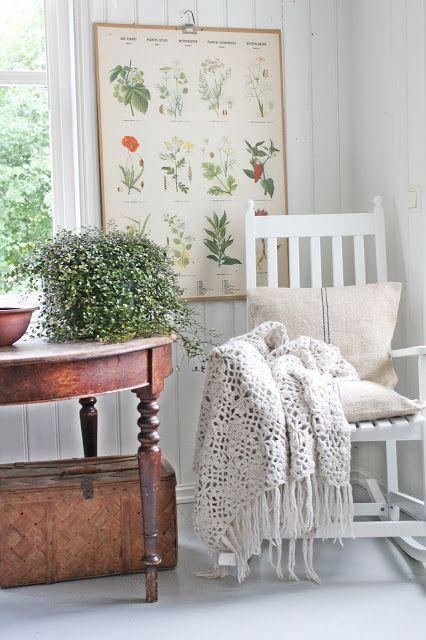 VIBEKE DESIGN: Litt sommer og litt høst..love the mix of dark and light, the botanical print, afghan and textured case