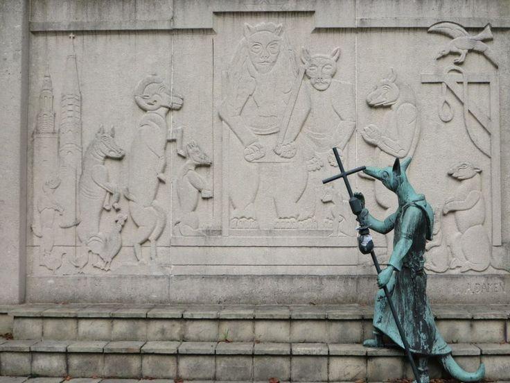 Het Reynaert monument bij de Gentsepoort in Hulst. (Beeldbank SCEZ)