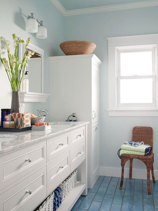 Need color advice for choosing hues for a small bathroom? Try these tips and tricks./
