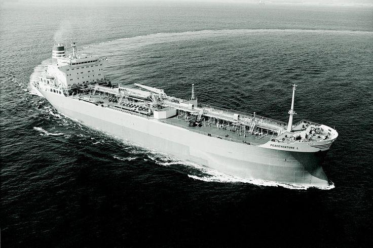Το chemical tanker PEACEVENTURE L, κατασκευάστηκε το 1987 στα ναυπηγεία Hyundai Heavy Industries της Ιαπωνίας για λογαριασμό εταιρείας υπό τη διαχείριση της Ceres Hellenic Shipping Enterprises Ltd. / The chemical tanker PEACEVENTURE L, built in 1987 by Hyundai Heavy Industries at Ulsan, South Korea for a company under the management of Ceres Hellenic Shipping Enterprises Ltd.