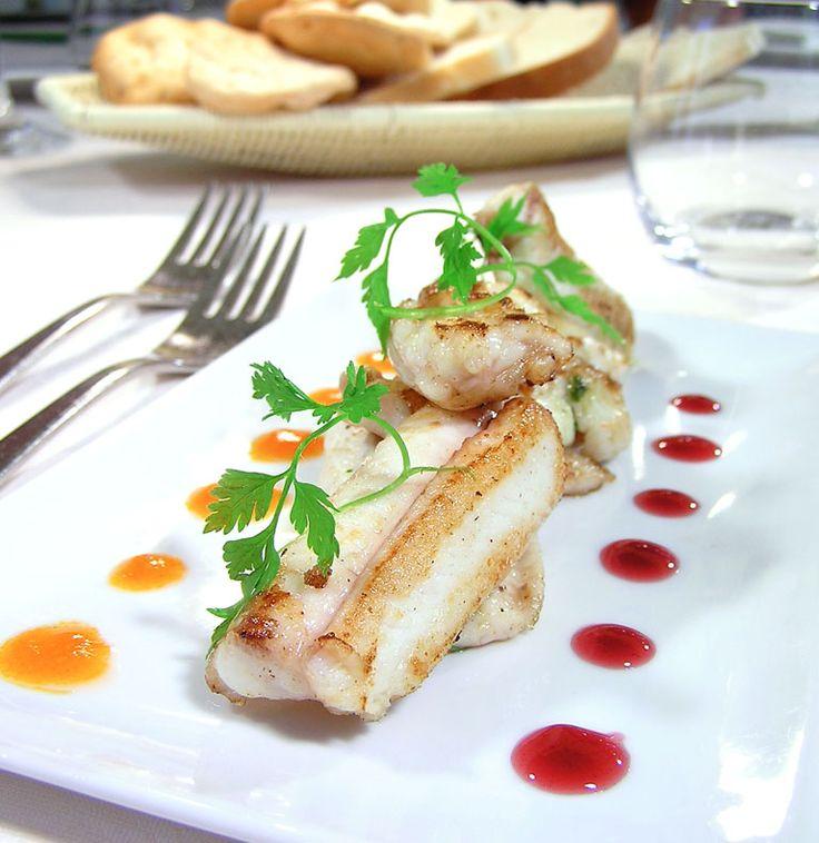 """""""Filetto di anguilla al forno con infuso di pomodoro"""" dello chef Luigi Pomata del Ristorante Luigi Pomata di Cagliari  #lamadia #lamadiatravelfood #food"""
