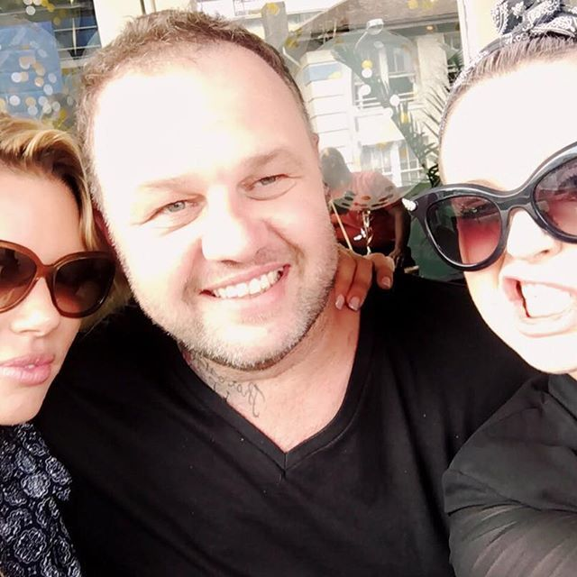 Sunday session with these two ✌️ #sundayfunday #ravesisbondi #bondi #beachday #friends #picoftheday #lusciouslox #fashionaddict #hairstylist #hairextensions #fashionblogger #stylegram #styleoftheday #hairdresser #instafamous #instatalent #stylish #bondibeach #sydney #hairoftheday