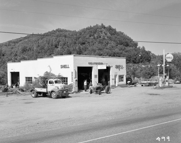 268 best vintage service stations images on pinterest for Garage ford saint louis