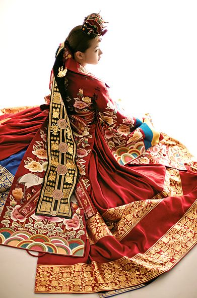 hanbok | Tumblr (Korea)  Suryashi Huang would wear something similar to this for her official court appearances. Hanbok are almost unbeatable for comfiness and ease of motion, and the wealth of color and gold on such a wonsam would rival anything Europe has to offer.