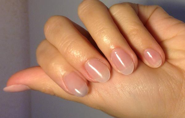 Vamos a ver cómo se aplica el acrílico en las uñas naturales. Un proceso sencillo que precisa de habilidad y algo de experiencia para tener los resultados.