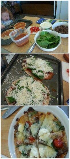 Tortilla-Pizza! Spaß und einfach! Backofen auf 350º vorheizen. Keksbogen leicht beschichten …