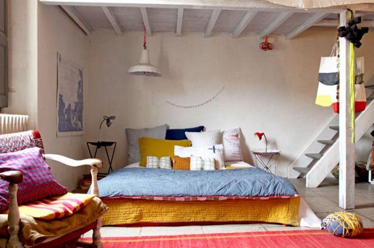 A Nîmes, la créatrice Myriam Balay nous ouvre les portes de son appartement empreint d'une atmosphère à nulle autre pareille : couleurs, métissage, évasion et inventivité sont au rendez-vous.