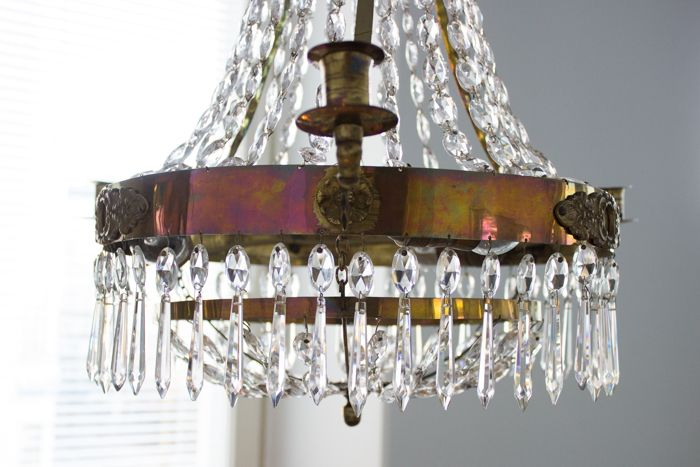 19th century crystal chandelier / www.livinupanotch.com