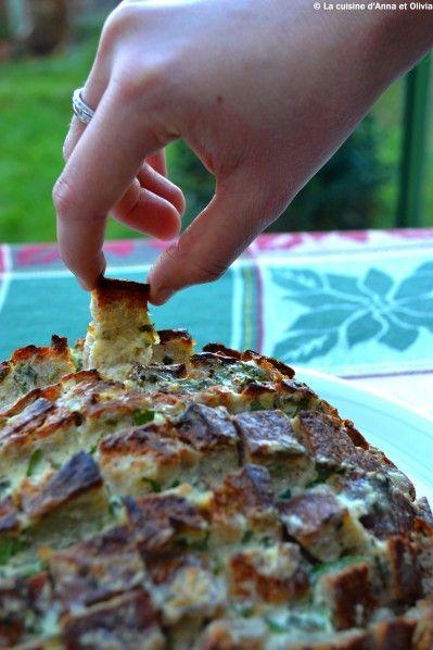 """Depuis que j'ai découvert Pinterest, j'adore surfer dans la catégorie """"alimentation"""". J'y fais des découvertes très (très) gourmandes !! Ce pain farci à partager en fait partie ! Ce pain est gourmand et très sympathique au moment de l'apéro... Ingrédients..."""