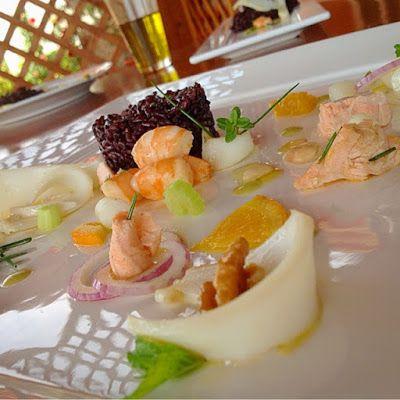 Riso venere in insalata di salmone alle erbette, gamberi, seppia e frutta secca | La mamma cuocò