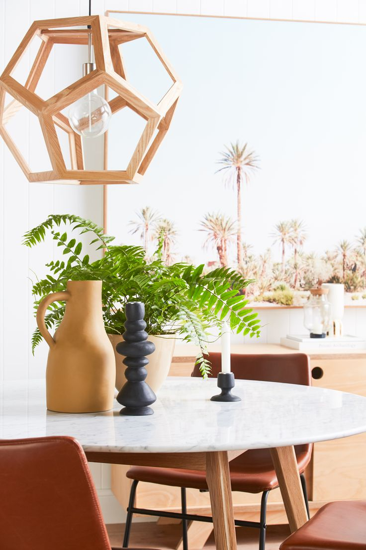 We are in LOVE with this picture... Dining details at their finest; fresh and simple. A shout out to one of newest brands Keep Resin, their hand made resin wares are almost good enough to eat... #californiadreaming #palmsprings #timber #tanleather #marble #neutrals #scandi #apartmentliving #interiordesign #freshinteriors #indoorgreen #housegoals #designdetails #diningroominspiration #keepresin #saturdaystyle