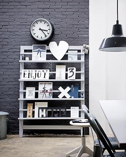 Handig rek om mooie spullen op te zetten! #livingroom
