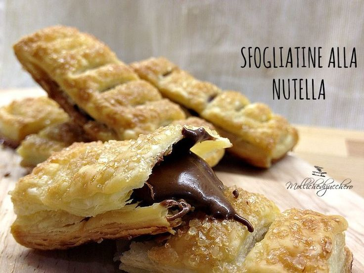 Le sfogliatine alla Nutella sono un dolcetto velocissimo e super goloso. Un guscio croccante di sfoglia caramellata con un cuore cremoso di Nutella