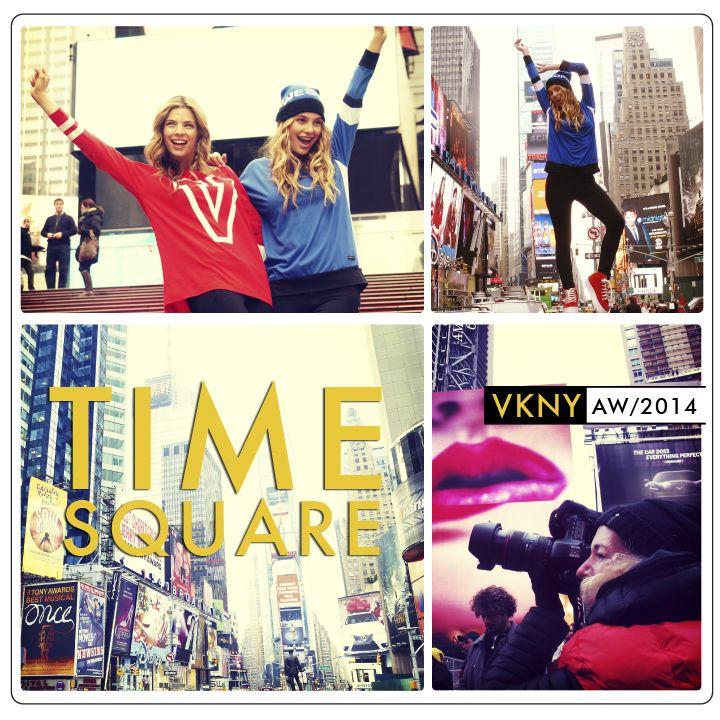 En el punto más luminoso de NY: Time Square...