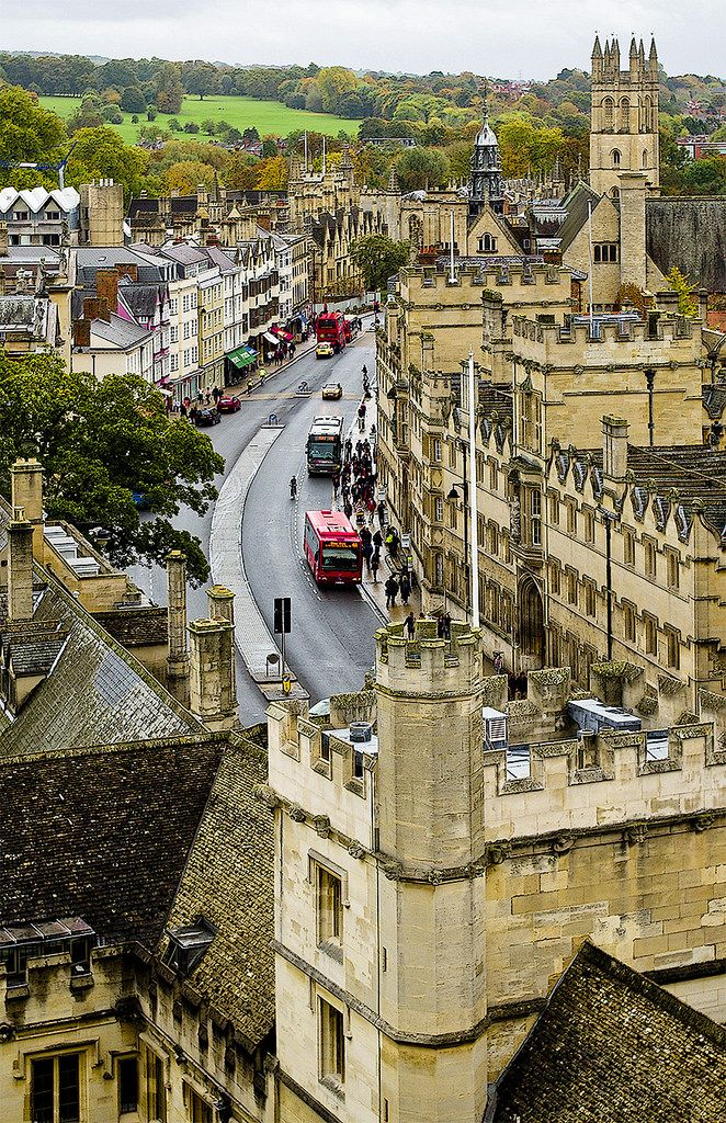 I've been to Oxford and it really is like this all the way through, and is as flat as a pancake, might I add! High Street - Oxford / England (by SBA73).