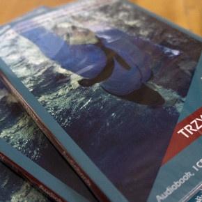 Trzy mądre małpy to świetna książka i doskonały na zimowe wieczory audiobook. Opisy pierwszych treningów, świetna relacja z życia osobistego, rodzinnego i zawodowego Łukasza Grassa. http://blog.ruszamysie.pl/wyniki-konkursu-trzy-madre-malpy/