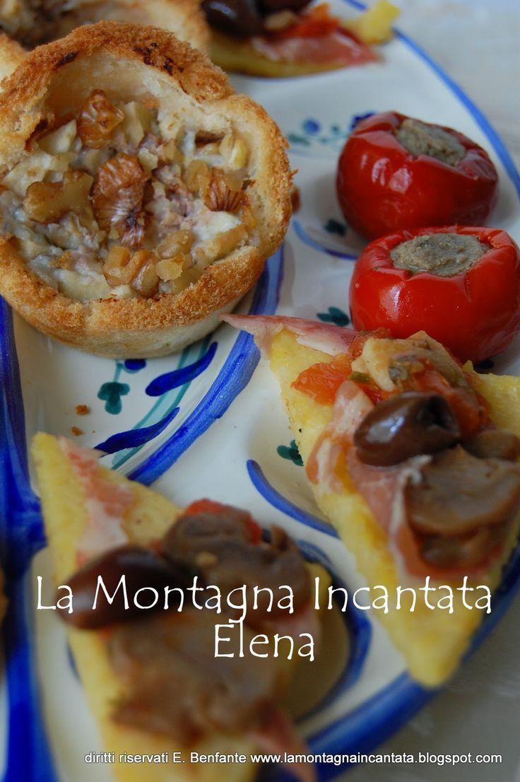 La Montagna Incantata: Antipasti sfiziosi (Cestini di pane, triangoli di polenta, peperoncini ripieni e crocchette di pollo)