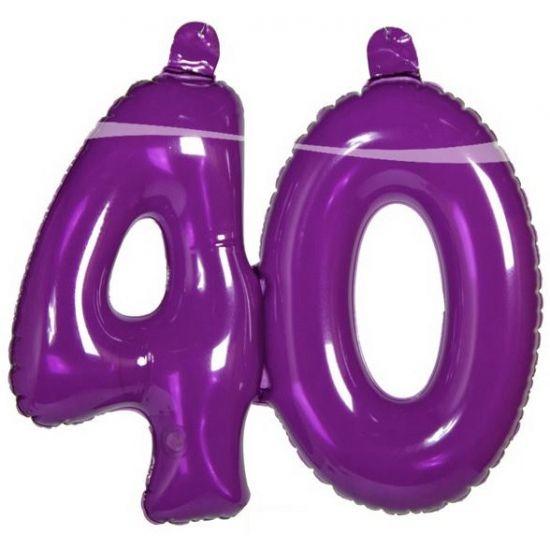 Paarse opblaascijfers voor 40ste verjaardag. Feestelijke opblaasdecoratie, het cijfer 40 in de kleur paars.