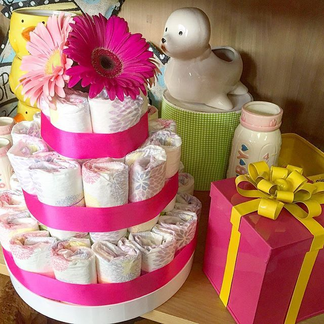 49 best new baby gifts ideas images on pinterest baby presents this diapercake with fresh daisies is the perfect gift for any babyshower negle Gallery