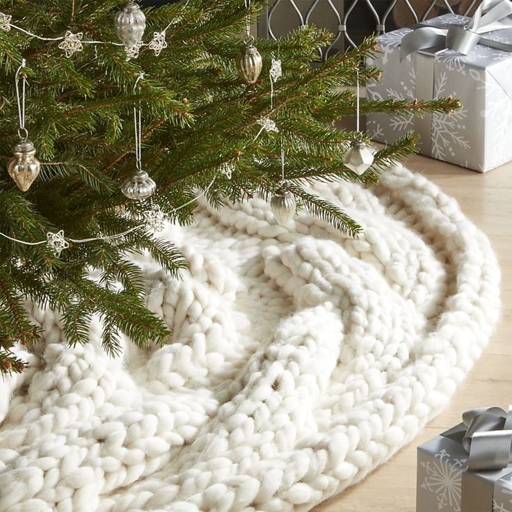 Cozy Knit Ivory Christmas Tree Skirt