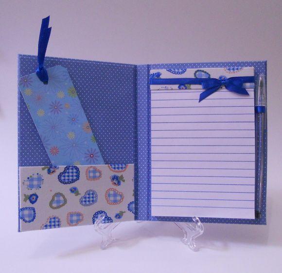 Porta-Bloco feito em cartonagem, com tecido 100% algoodão.  Medida aproximada: 11cmx17cm  Favor entrar em contato para verificar a disponibilidade do tecido. R$ 28,00