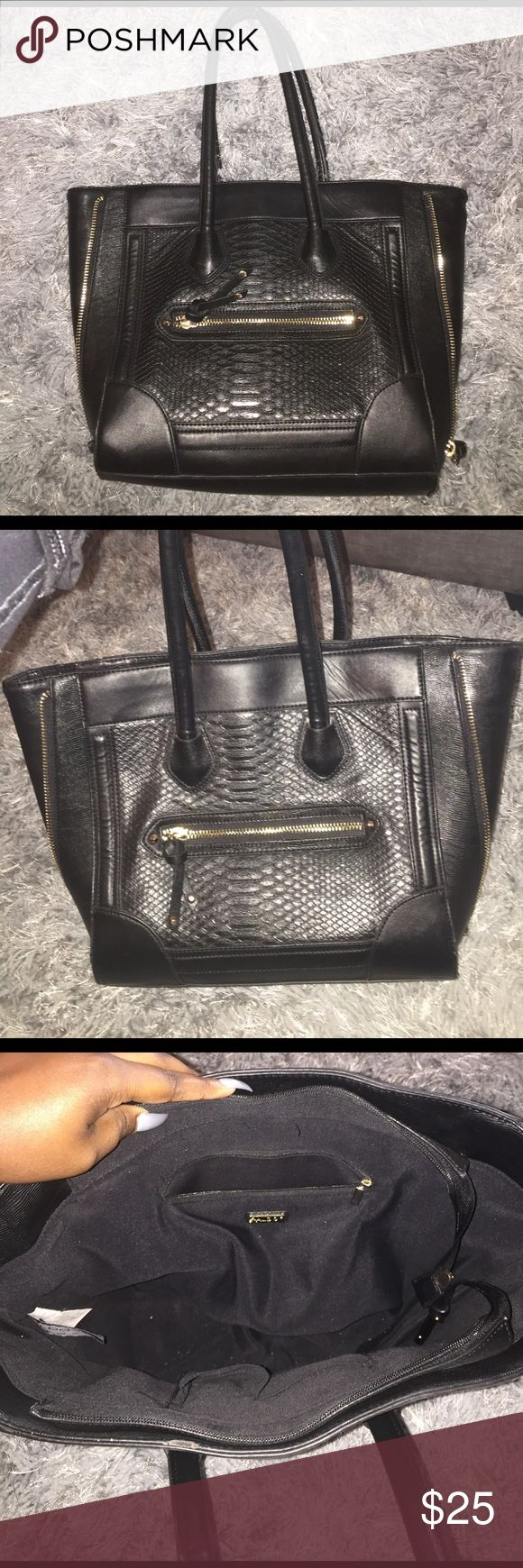 Black Aldo Tote Black Aldo tote. Minimal wear and tear. Front and inside zipper. Medium sized. Open to negotiating. Aldo Bags Totes