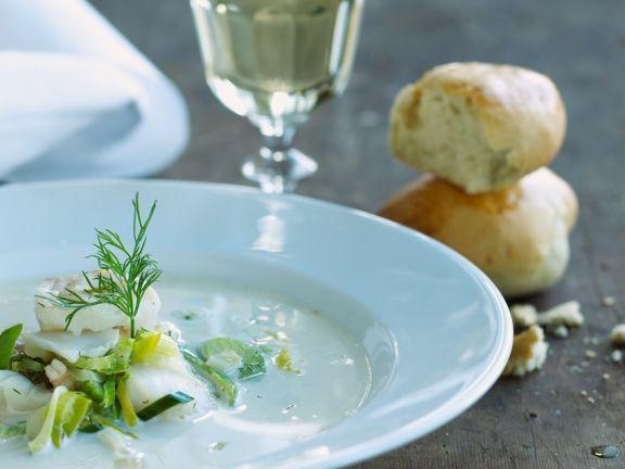 Lauchcremesuppe mit Fisch ist ein Rezept mit frischen Zutaten aus der Kategorie Cremesuppe. Probieren Sie dieses und weitere Rezepte von EAT SMARTER!