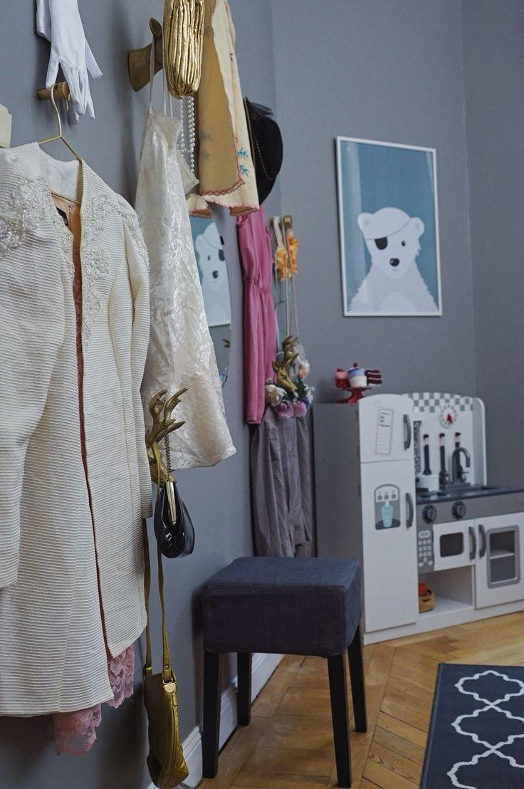Lekfull vägg i barnens rum. Inrett av Hanna Peters i Äntligen Hemma.
