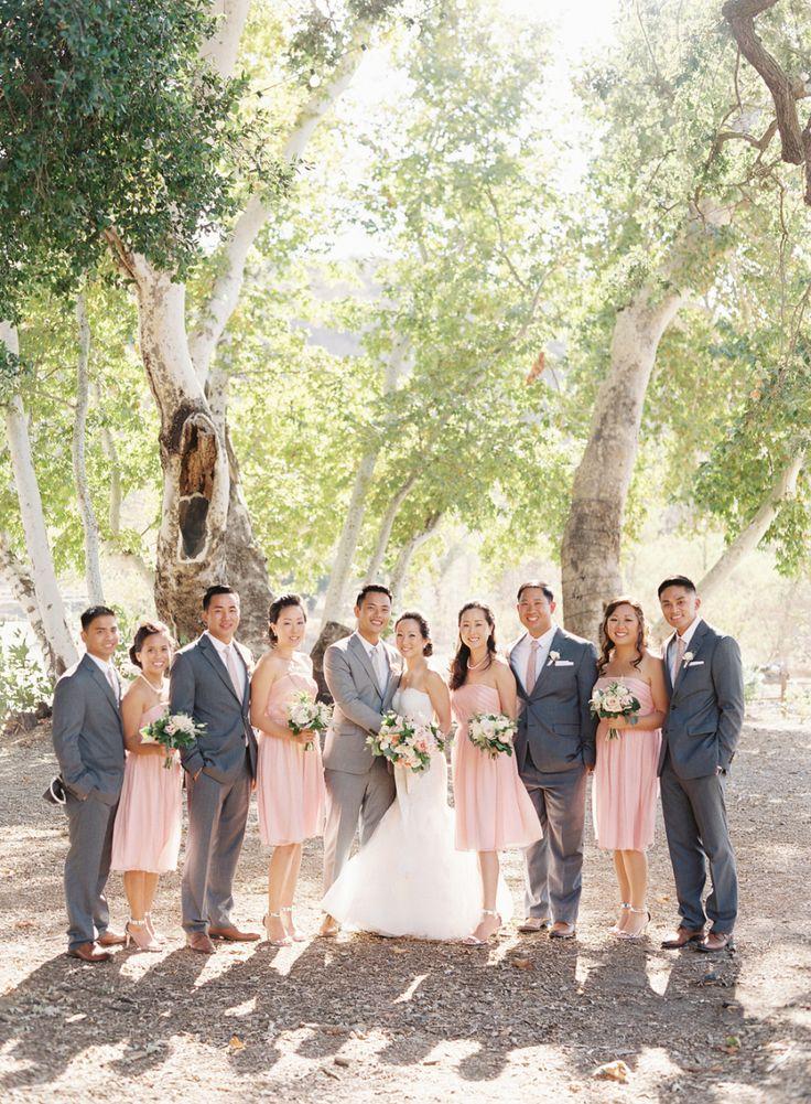Grey and blush wedding party - Photography: Caroline Tran - www.carolinetran.net:Vineyard Wedding in California with the Prettiest Colors : https://www.itakeyou.co.uk/wedding/vineyard-wedding-in-california/